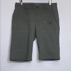 DOCKERS • Olive Chino Cotton Cargo Bermuda Shorts